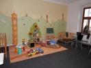 Dětská herna s hračkami, dětskými postýlkami i ohrádkou